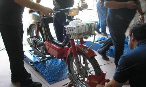 ciclomotor en la itv