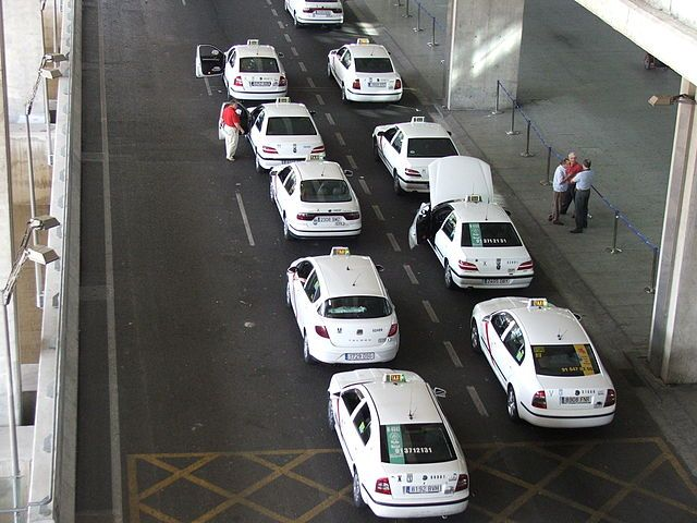 Taxis_in_Barajas_Madrid_2278