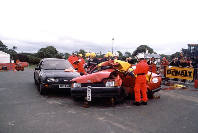 640px-National_Crash_rescue_Comeptition_hosted_by_Devon_Fire_Brigade_11_August_2001_Plymouth_Hoe_(1)