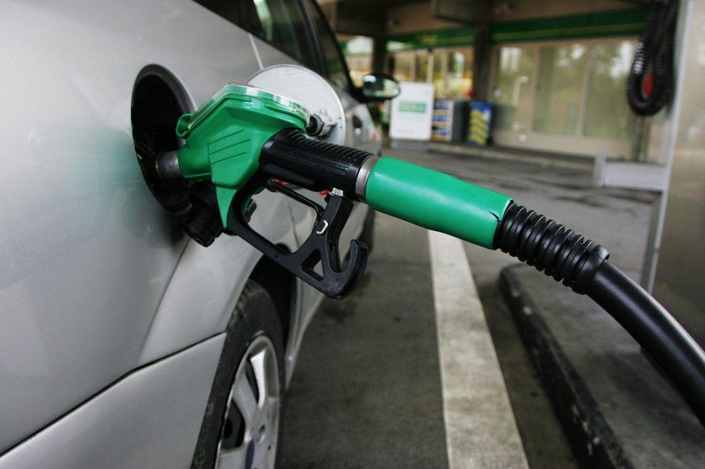 Ahorra gasolina conduciendo como es debido