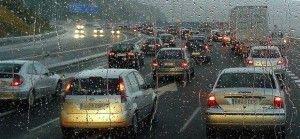Los riesgos que corremos al conducir con lluvia